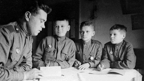 Россияне расскажут о подвигах учителей