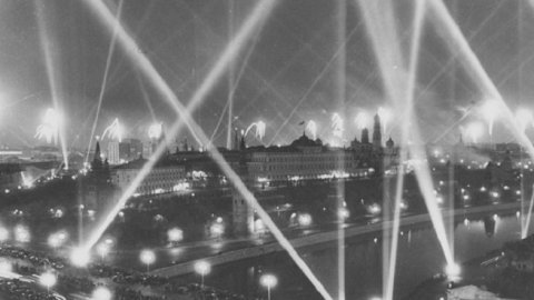 Юбилею первого салюта Победы посвятили аудиоспектакль