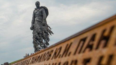 Символы Победы развернут у Ржевского мемориала