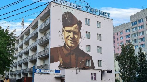Первый портрет Героя войны появился в Брянске