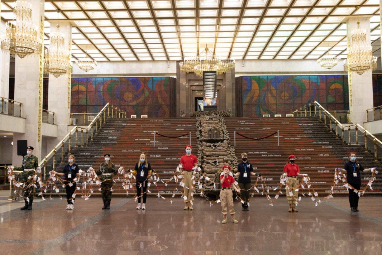 В музее развернули многометровую ленту памяти