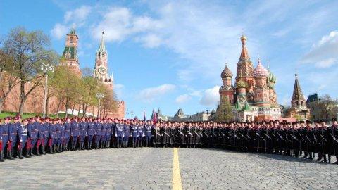 Победный марш казаков на главной площади страны